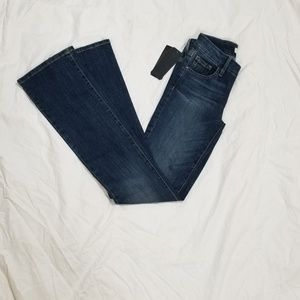 Guess jeans, slim fit, boot cut NWT size 24